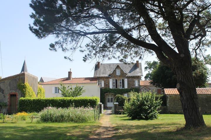 Gîte  de charme au calme - Saint-Hilaire-le-Vouhis - House