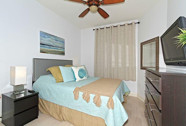Bedroom 3 - Queen guest bedroom can be  in suite - to adjacent bathroom