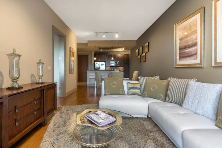 Upscale apartment home | 1BR in Charlotte