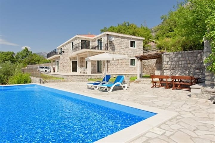 Vila Tia with pool & sea view, 8 persons - Blizikuće