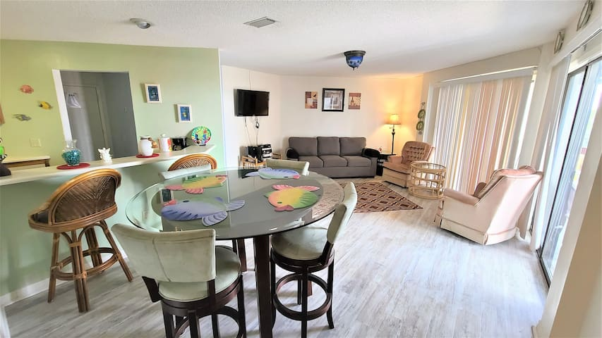 St. Thomas Square 1302B - One Bedroom Condo Just Across the Street from the Grand Lagoon!