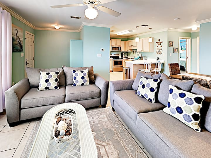 Quiet, Cozy Condo just Steps from The Beach