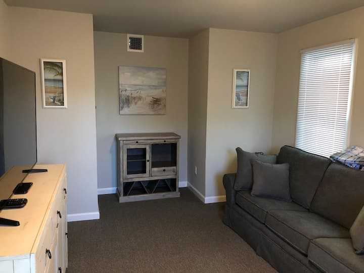 Beach block cozy home! 3BR. North End of SSH.
