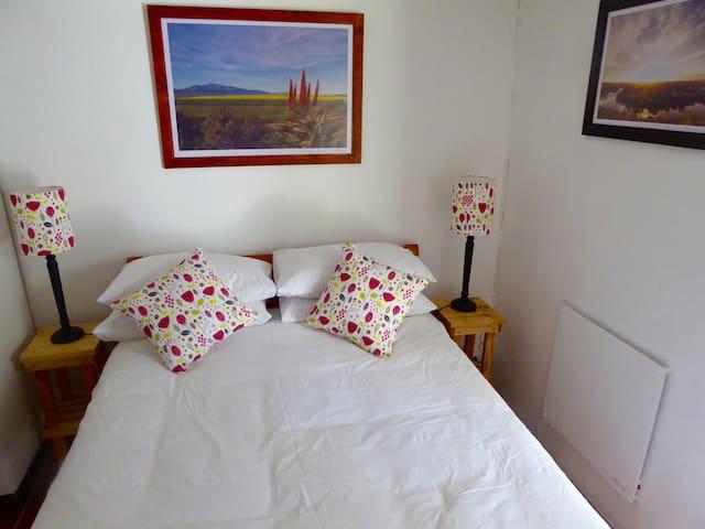 Rose Cottage Bedroom 1