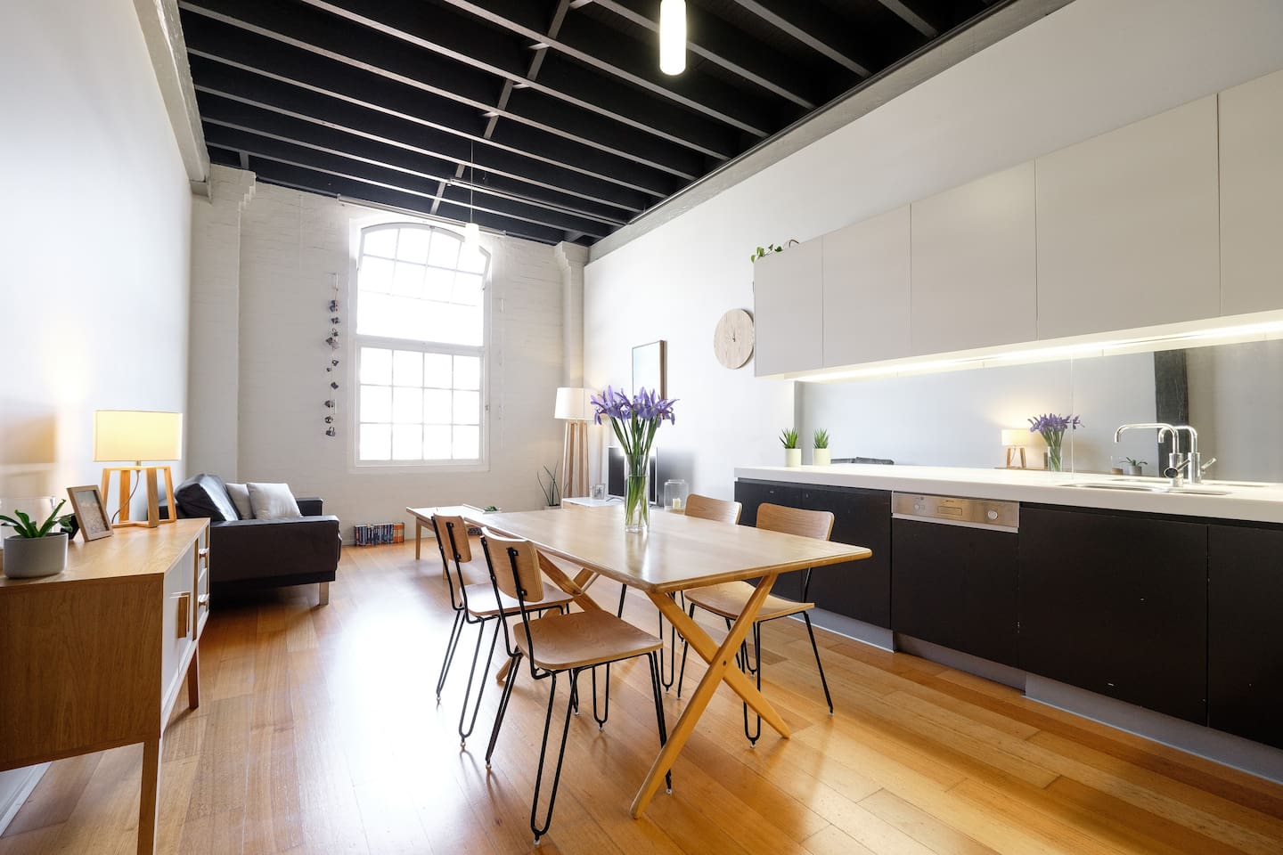 Spacious, elegant and stylish; the generously sized apartment is over 60 square metres, fully quipped with all amenities and ideal for long term guests.