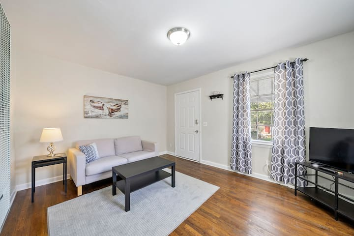 Super Cute&Cozy Entire 1 Bedroom Home - Listing 1