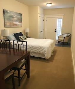 Studio apartment in West of Market neighborhood - Kirkland - House
