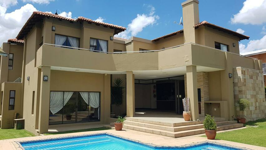 5 star Ultra luxurious estate house - Midrand