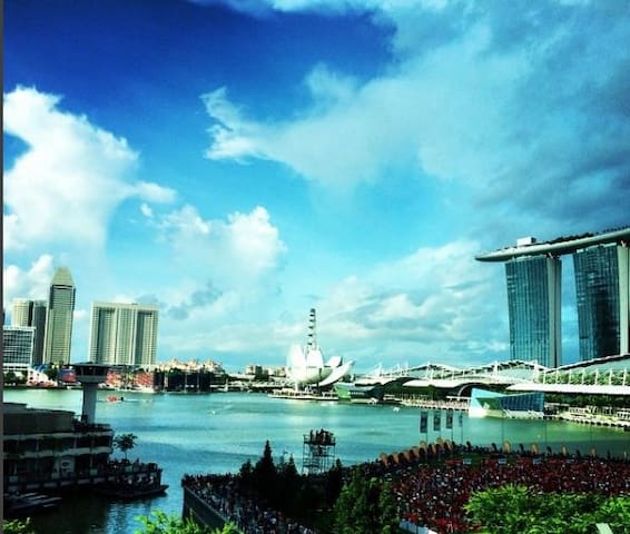 Smack in the Marina Bay with Fantastic View