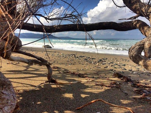 Seaside Boutique Beach Holiday Apartment -Thalassa