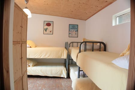 Hostel at the farm (Yellow cubiculum) - Ortigueira