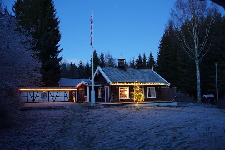 Norwegische Block Hütte im Norwegischen Wald - Odals Verk - Blockhütte
