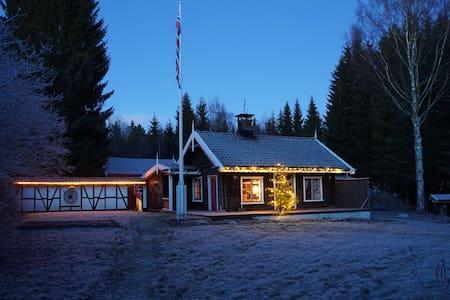Koselig hytte med god standard i de norske skoger - Odals Verk - Stuga