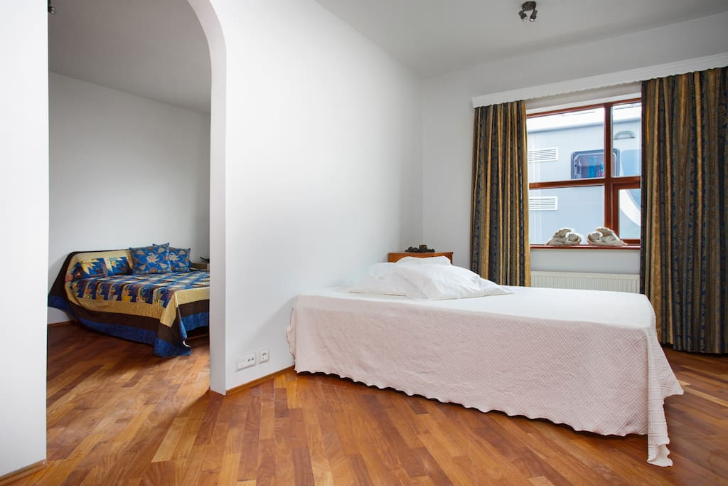 2 joint bedrooms. The one with the light blanket has 2 beds, 90x200cm, can be used as singles or one double. The one with the blue/gold blanket has 2 single beds, 90x195cm and 120x195cm.