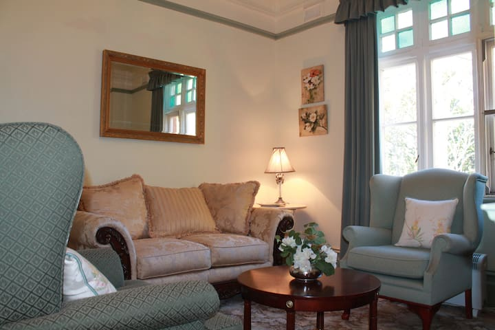Elegant private suite in a grand country manor - Inverell - Bed & Breakfast