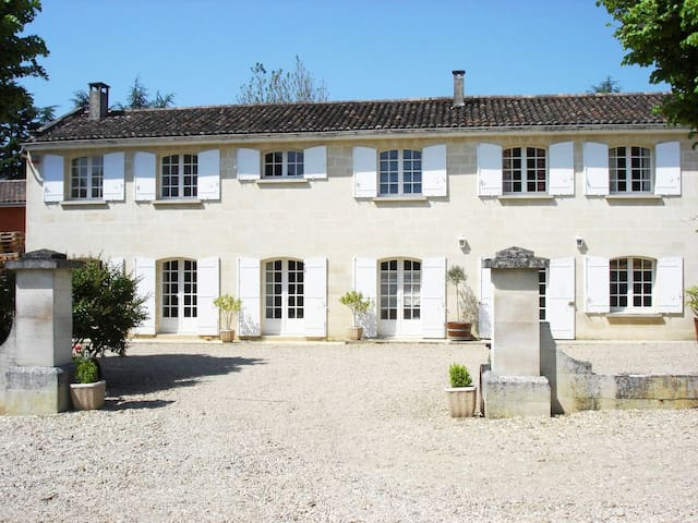 Château de Laussac, proche St Emilion,10-12 pers