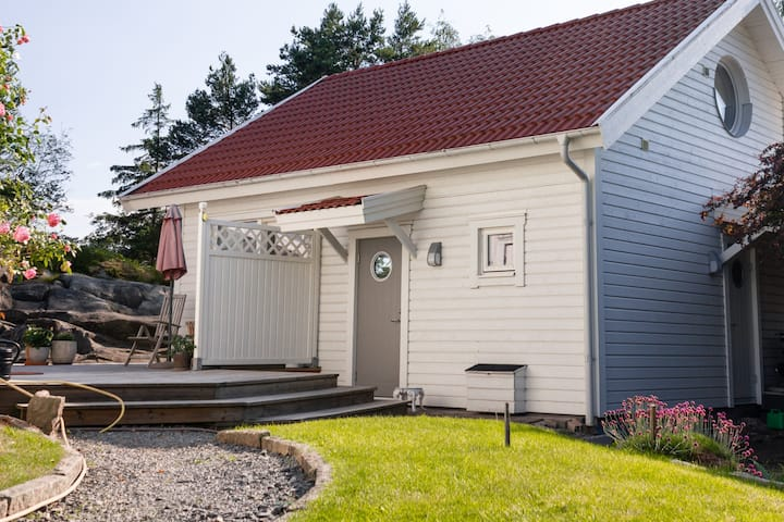 Guest cabin 4 beds -children discount upon request
