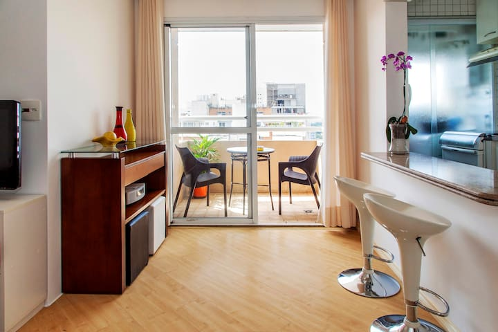Well Furnished View Apartment in Pinheiros. - São Paulo - Flat