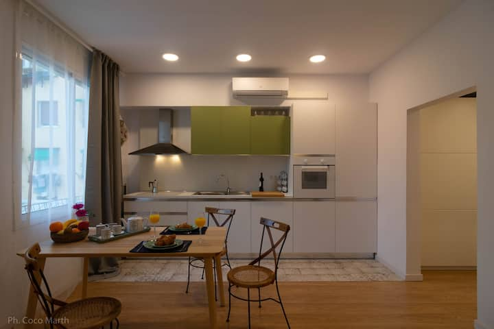 Newly renovated apartment 1 block from Beachfront