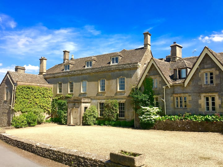 Large en suite in stunning Cotswold Manor House