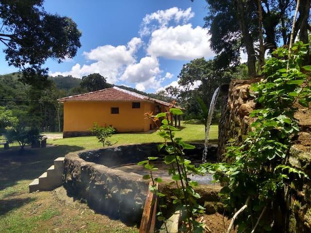 Casa de Campo com Queda d' água Cunha-SP