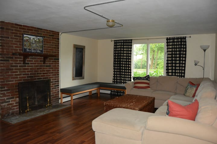 Spacious Guest Suite Close to Downtown