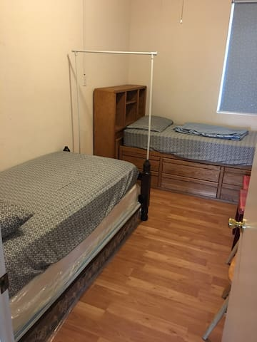 Small room with 2 twin bed安全幽静小区 - Stockton - House