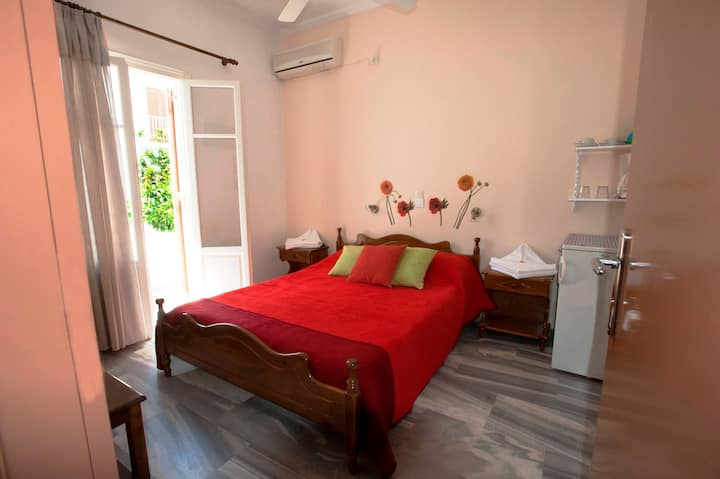 "Holidays in family ""Marisa's rooms"" (Paros island)"