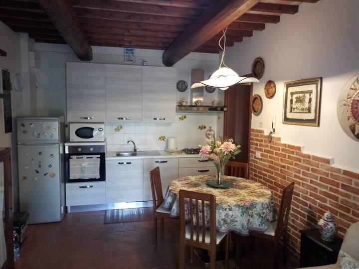 Piccola casa sulle colline Toscane