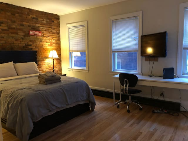 (H2) Little Italy 1 Bed!