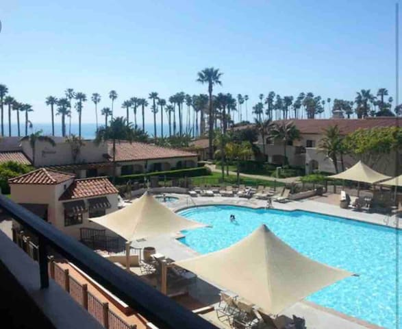 Sunny Escape with Pool View In Westshore (airport)