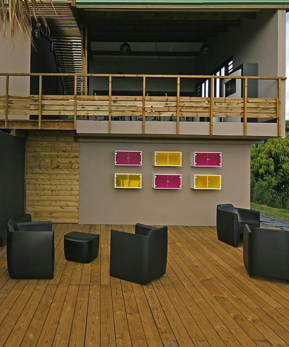 """Espace de détente """"bibliothèque"""". Jeux et livres à disposition."""