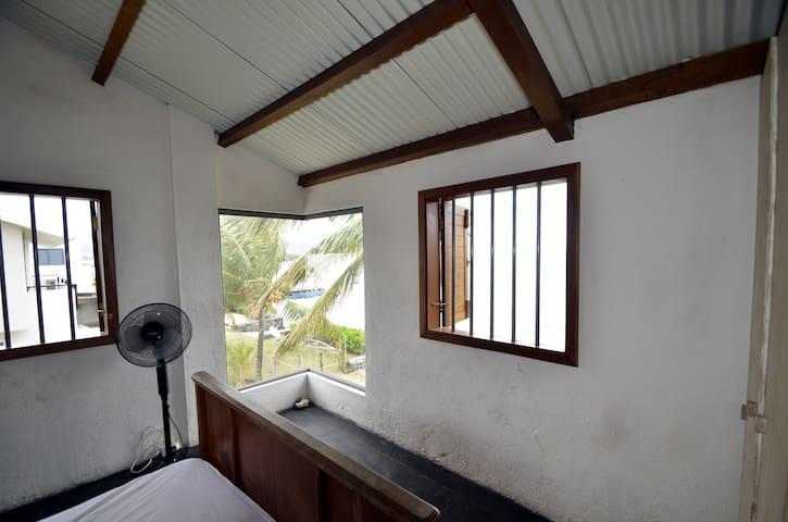 Main bedroom / Chambre principale