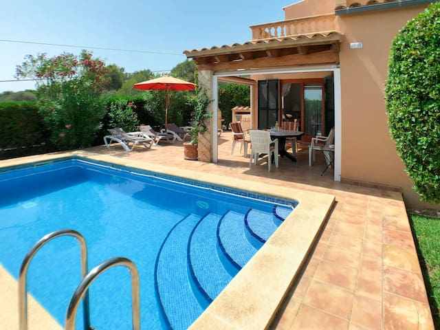 Beautiful villa with pool located about 600 m from the sandy beach Cala Anguila
