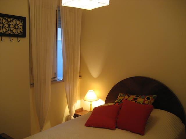 Quarto de Casal com banho privativo - Alcobaça - Apartment