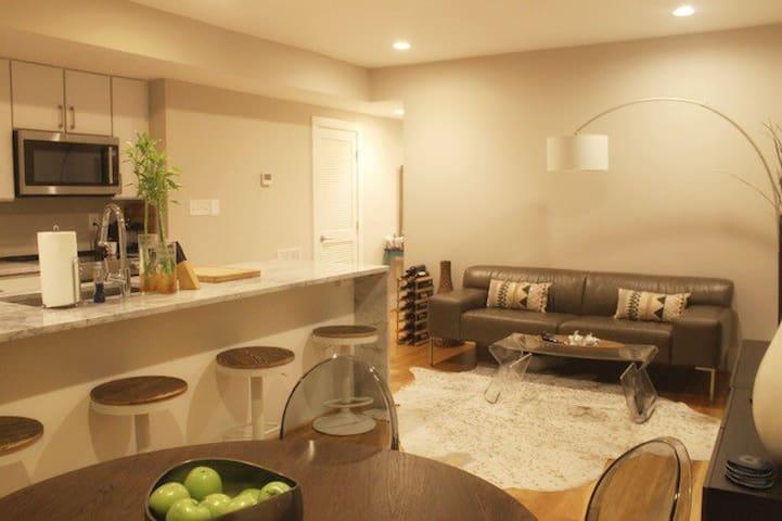 Cozy Room w/ PRIVATE bath + METRO