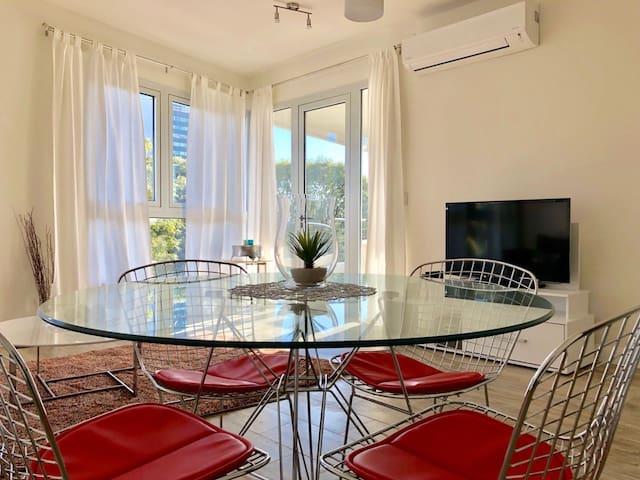 Spacious Olivos Apartment, view+pool+gym+parking