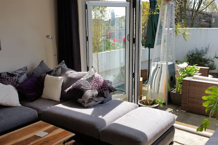 Penthouse exclusive flat- rooftop terrace, hot-tub - South Ockendon
