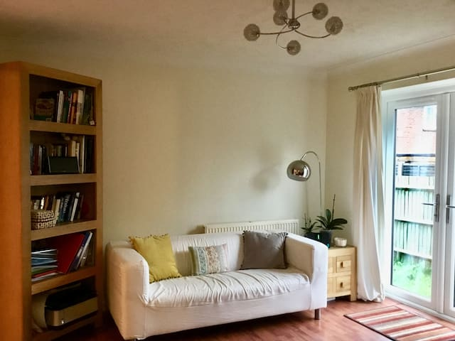 Bright and Airy Garden Flat in Reading