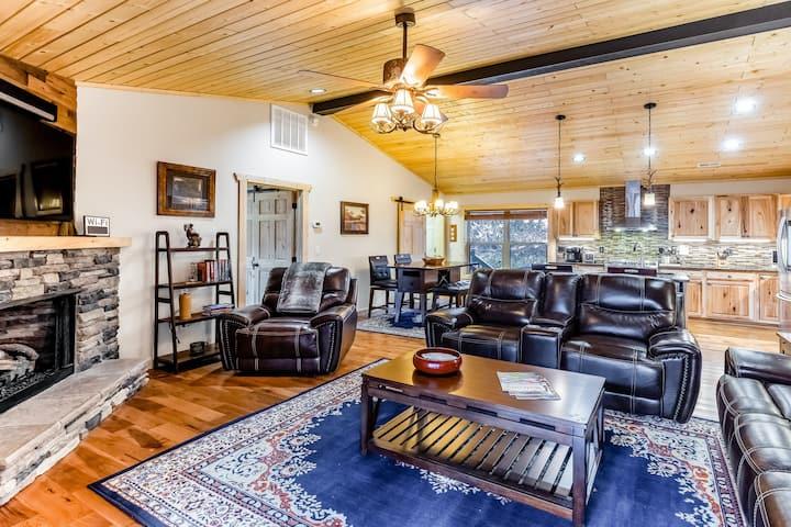 Woodland Cabin w/Game Room, Furnished Deck, Firepit, Free WiFi, W/D, 1 Dog OK!