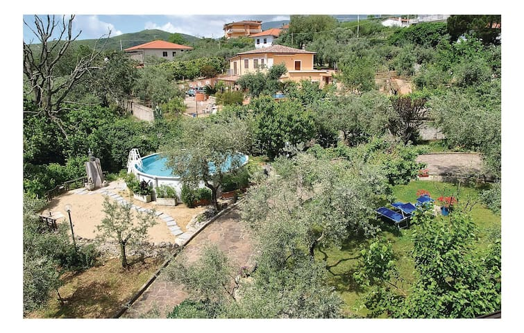 Semi-Detached with 5 bedrooms on 220 m² in Formia -LT-
