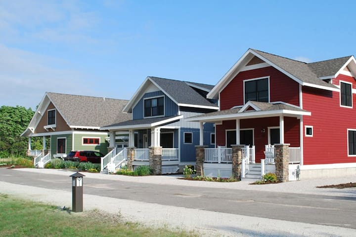 Blue Haven-3BR,3BA,sleeps10 close to town/beaches! - South Haven - Dom