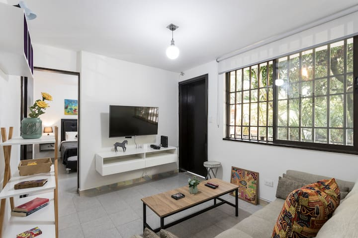 Comfortable living room with 4K TV with cable and Netflix included. Sofa bed, big window and lots of light