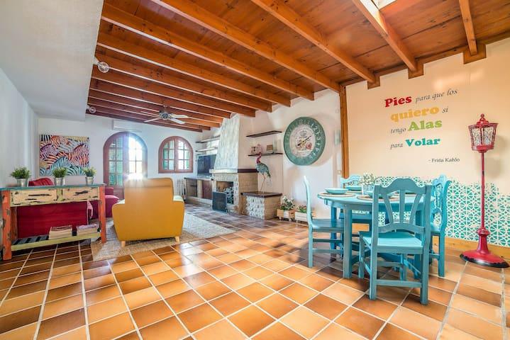 Frida Kahlo Haus mit Pool- und Meerblick von Lightbooking