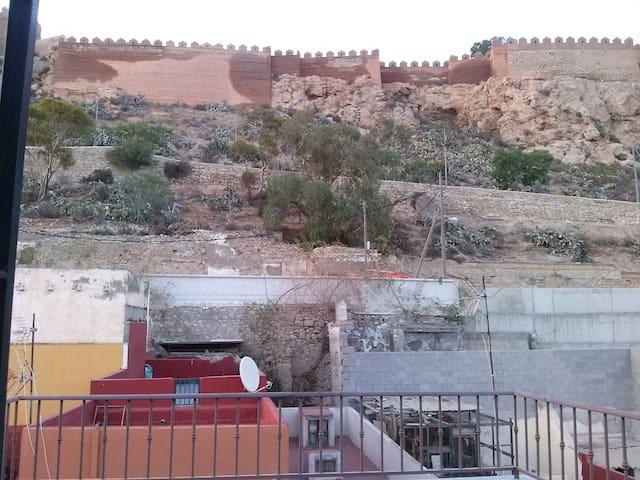 Buhardilla en falda de la Alcazaba - Almería - ที่พักพร้อมอาหารเช้า