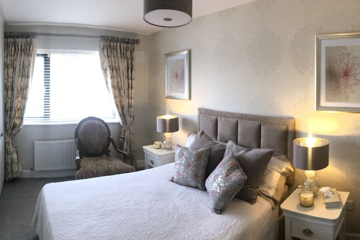 Bettystown by the Sea - Spacious Double room