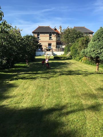 Entire Spacious 4 bedroom house in Ilfracombe - Ilfracombe - Talo