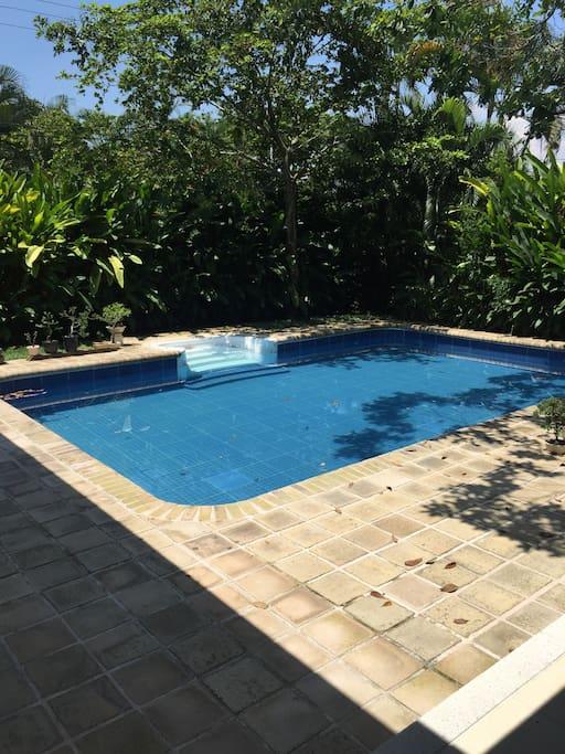 La casa tiene piscina privada