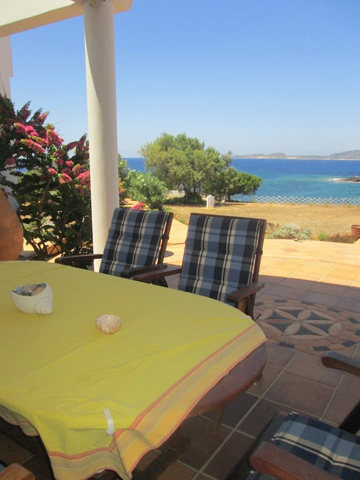Villa Barla, Seafront with stunning views!