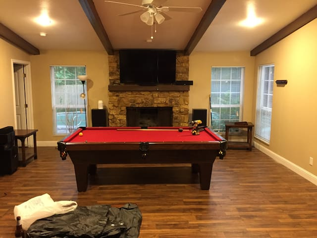 Home with Pool near Six Flags and Dallas Cowboys